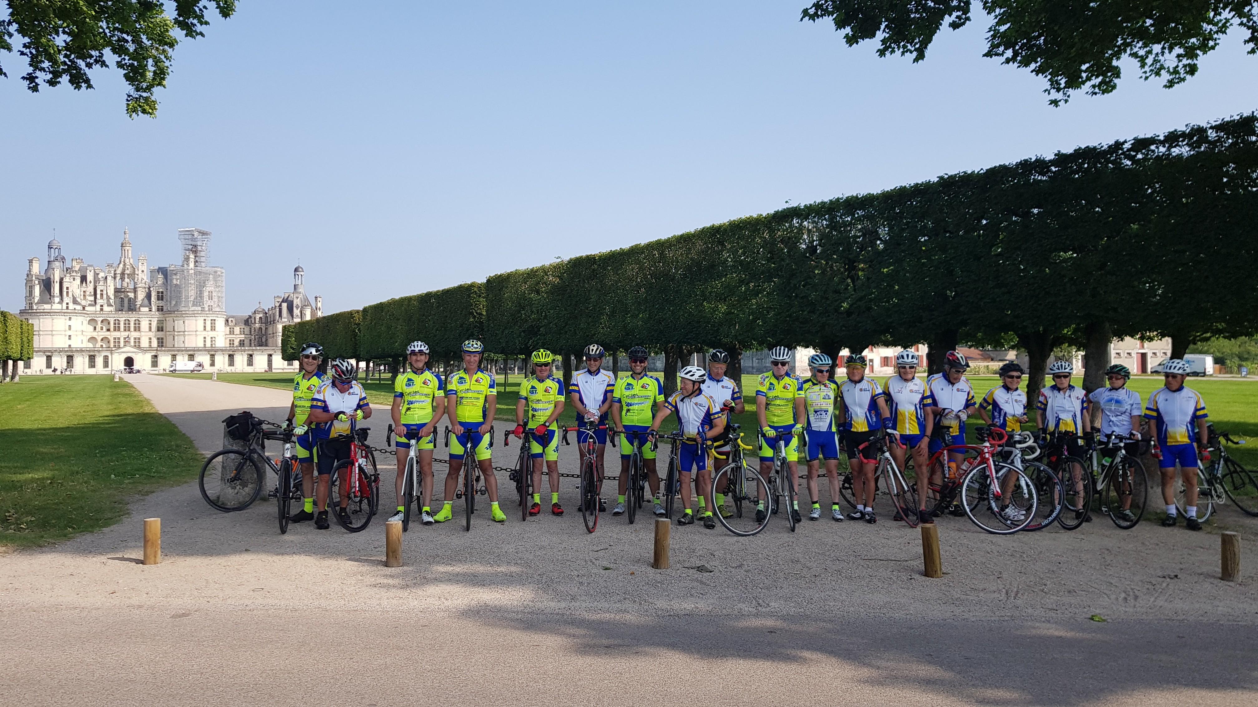 Le groupe devant le château de Chambord